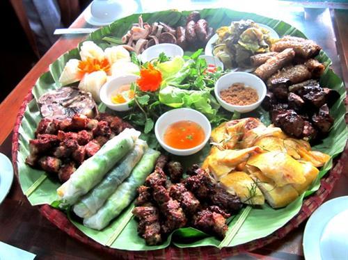 Thưởng thức các món buổi trưa tại Lào Cai